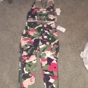I am selling a 2 piece workout outfit